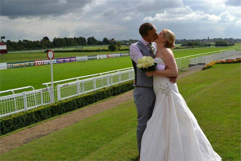 leicester-racecourse-is-a-large-capacity-sporting-wedding-venue