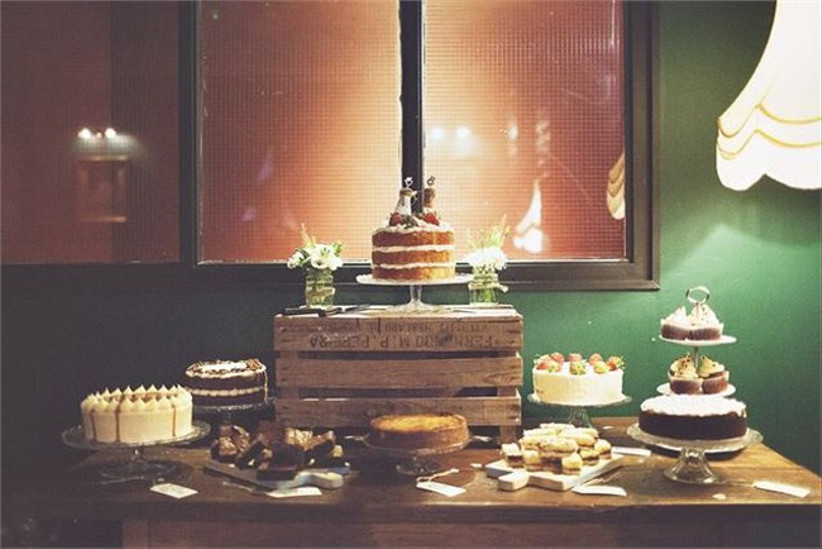 rustic-cake-display