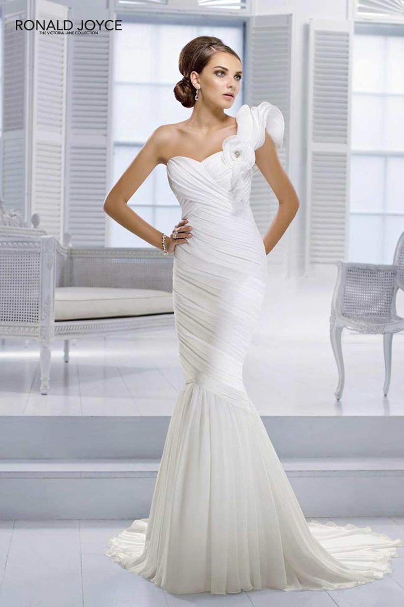 glamorous-one-shoulder-fishtail-wedding-dress