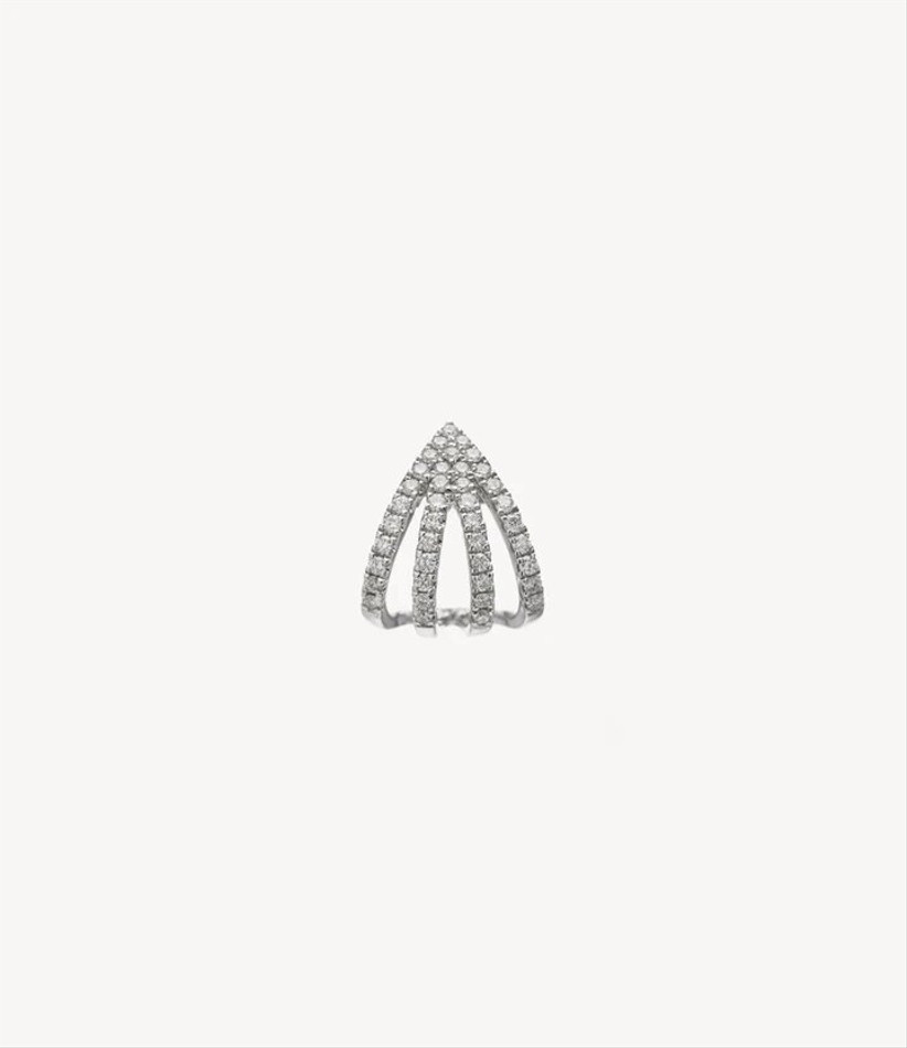 Claw diamond earring