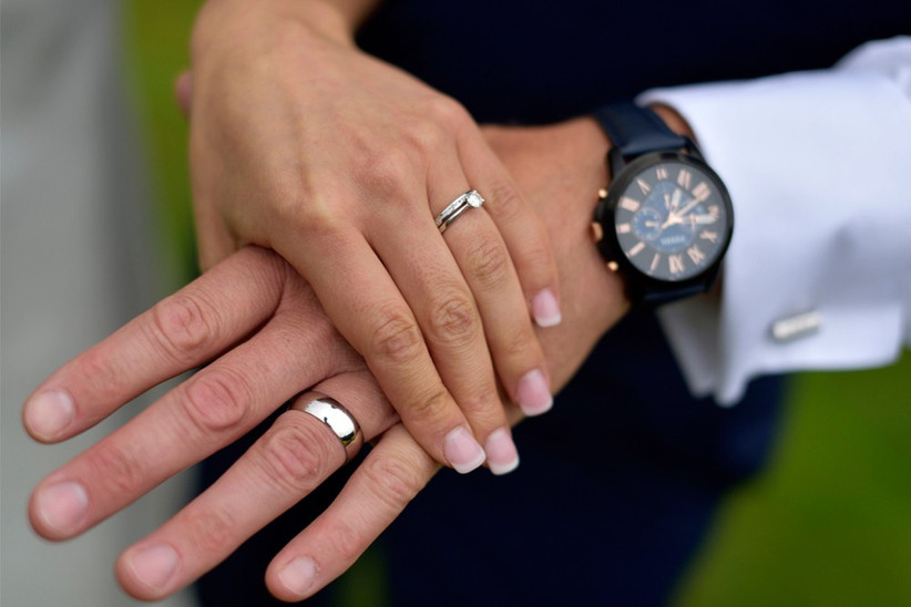 holding-hands-with-wedding-rings-2