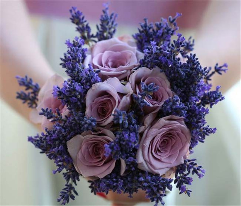 youll-find-that-purple-is-another-popular-colour-for-seasonal-wedding-flowers-in-autumn-this-lavender-filled-bouquet-will-leave-a-lovely-calming-scent