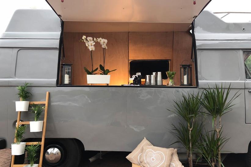 unusual-food-woodys-drinks-van