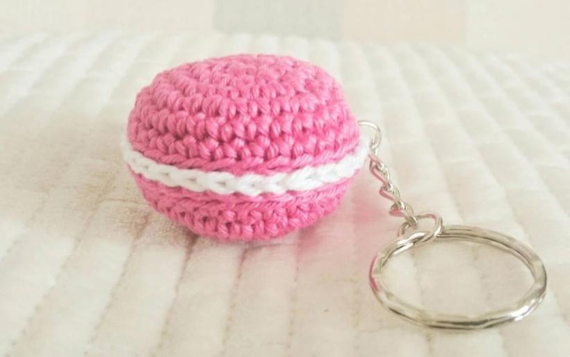 crocheted-macaron-keyring