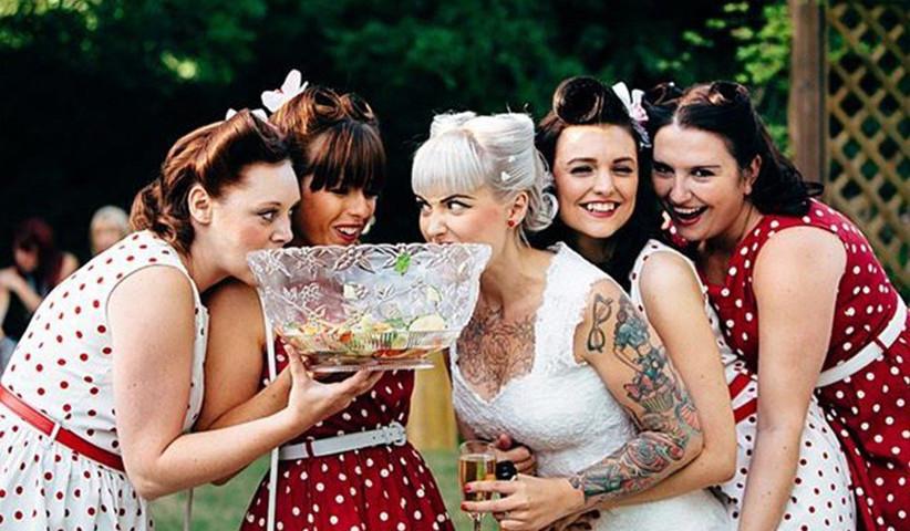 retro-bridesmaids-and-bride-2