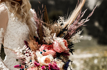 Why Dried Wedding Flowers Make The Coolest Wedding Décor