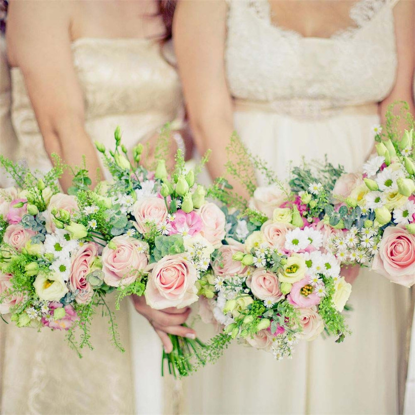 stunning-summer-wedding-bouquets-for-the-bride-and-bridesmaids-by-vanilla-rose