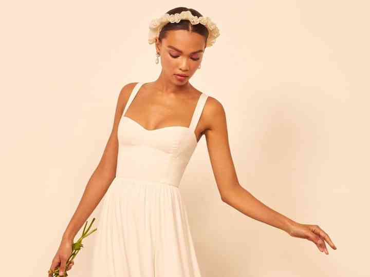 21 Of The Best Casual Wedding Dresses For Laid Back Brides
