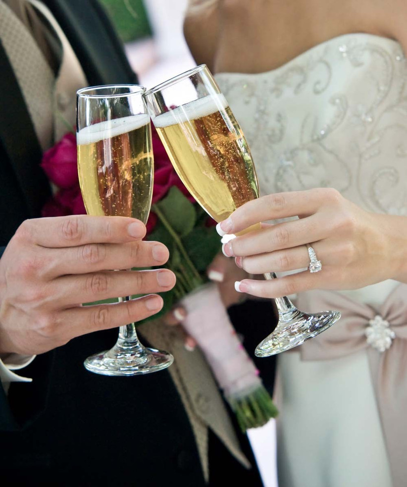 new-wedding-rule-enjoy-a-few-drinks-with-your-partner-and-relax