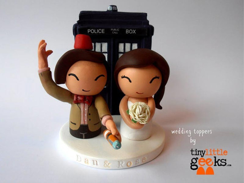 awesome-wedding-cake-toppers-for-tv-and-film-buffs-dr-who-cake-topper-2