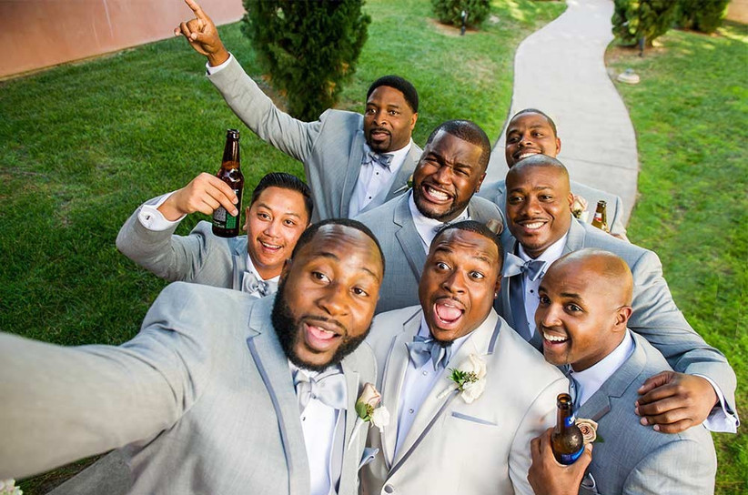 groomsmen-wedding-selfie-2