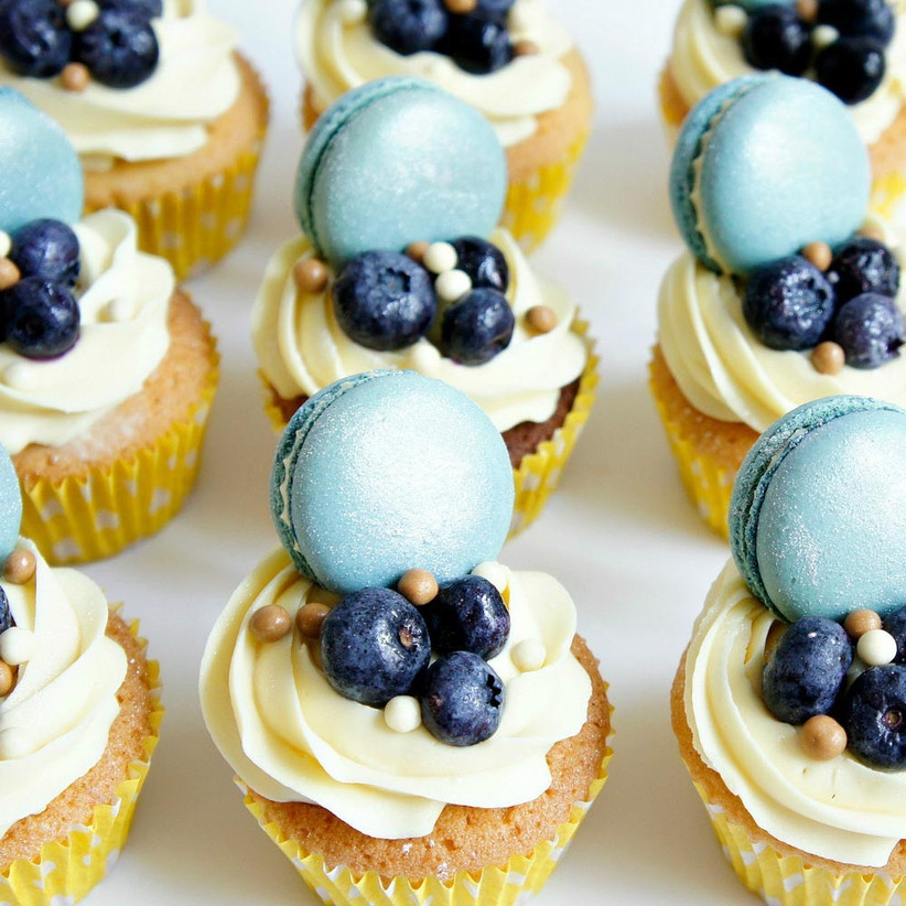 blue-macaron-cupcakes