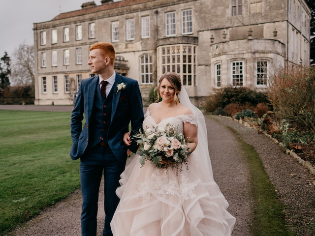 A Cosy Winter Wedding at Elmore Court With a Stella York Dress