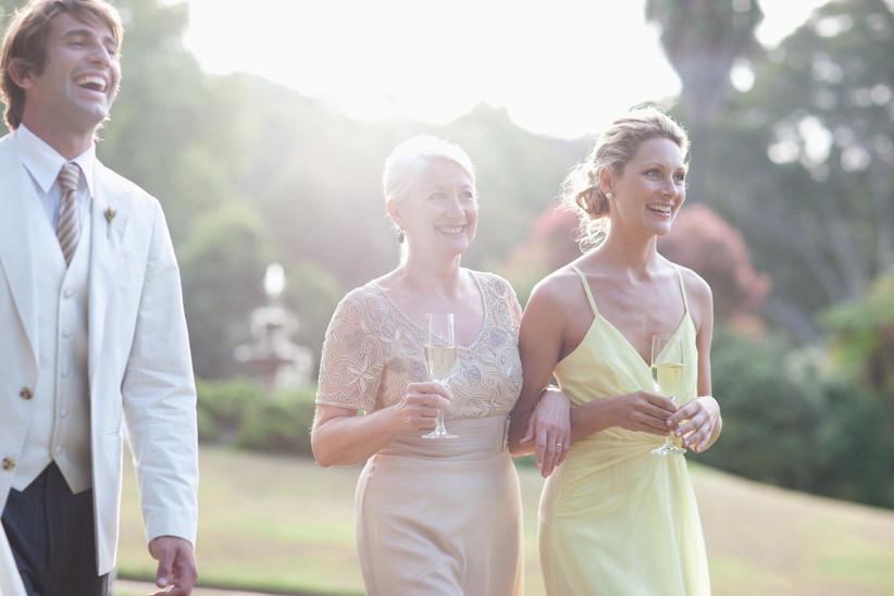 worst-wedding-guest-behaviour-3