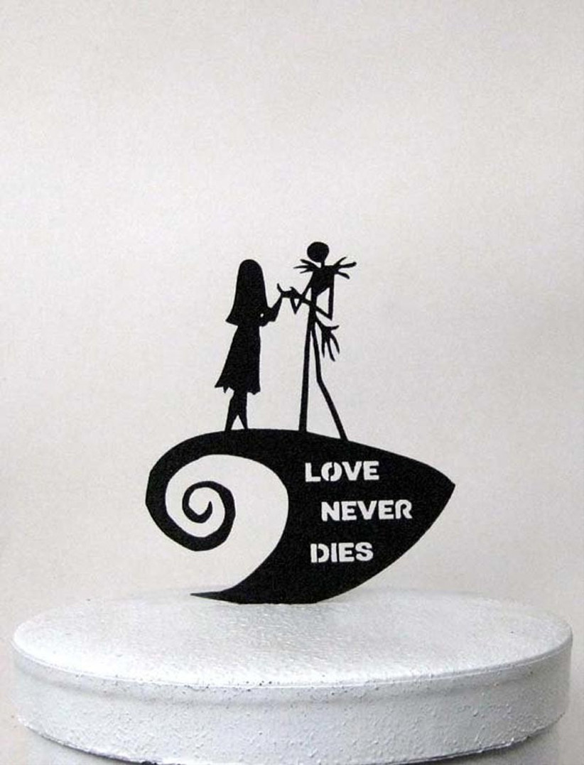 awesome-wedding-cake-toppers-for-tv-and-film-buffs-nightmare-before-christmas-cake-topper
