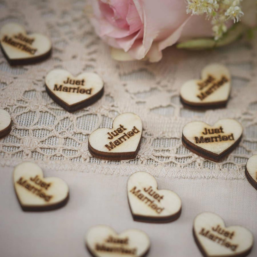 just-married-wedding-confetti