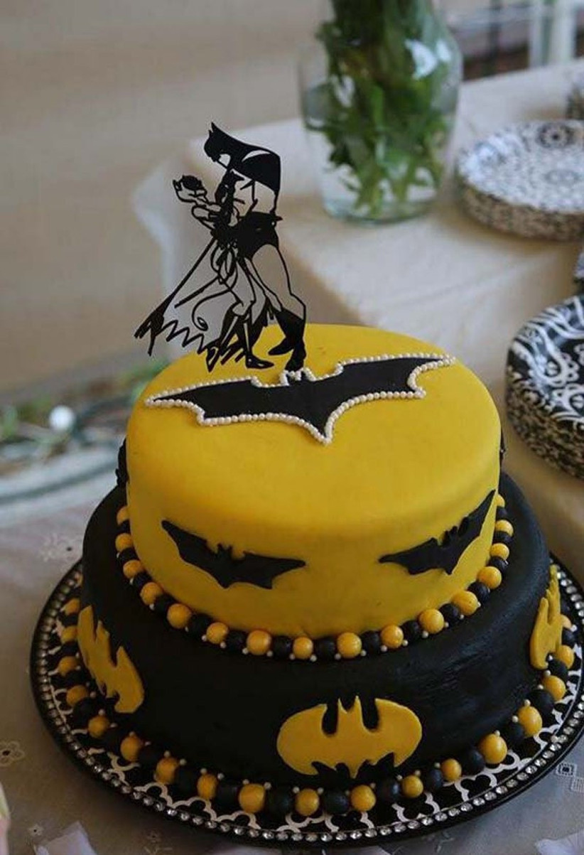 awesome-wedding-cake-toppers-for-tv-and-film-buffs-batman-cake-topper-3