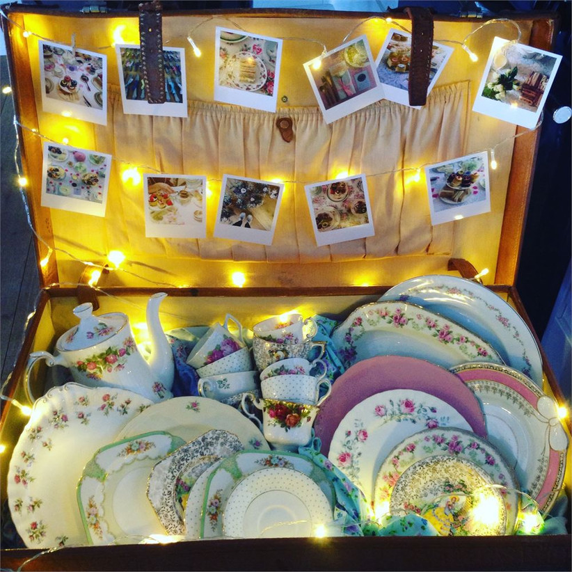 lauras-travelling-teapot-suitcase
