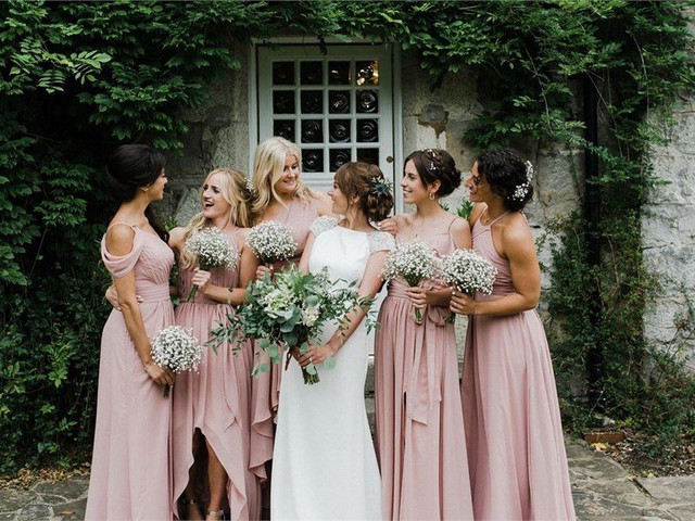 32 Stunning Bridesmaid Hairstyles All Your Girls Will Adore