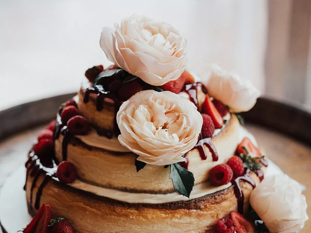 23 Unique Wedding Cheesecakes for Cool Couples