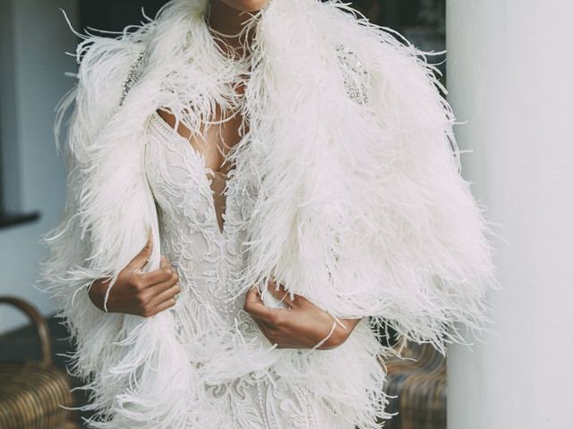 26 Fabulous Feathered Wedding Dresses for 2021