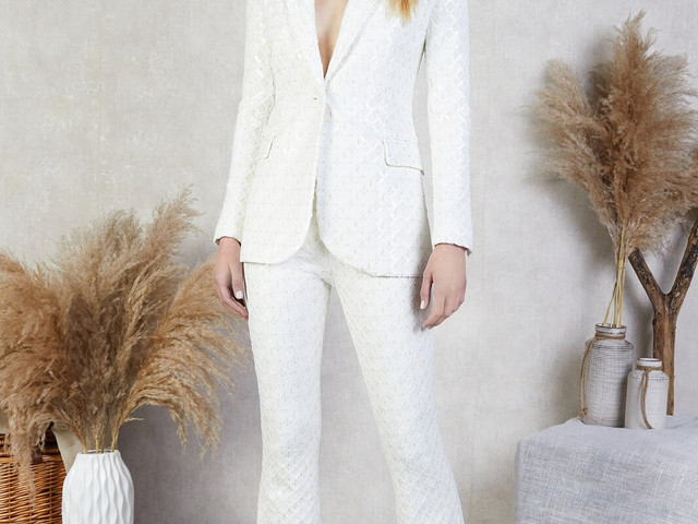 31 Chic Wedding Suits for Women to Buy Now