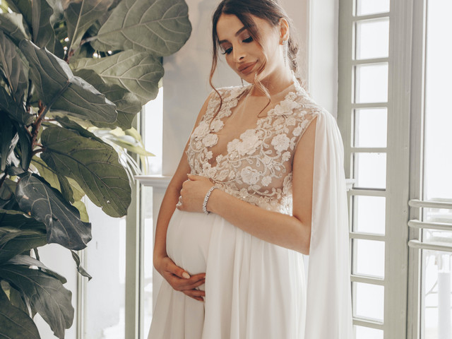 35 Stunning Maternity Wedding Dresses for Stylish Brides