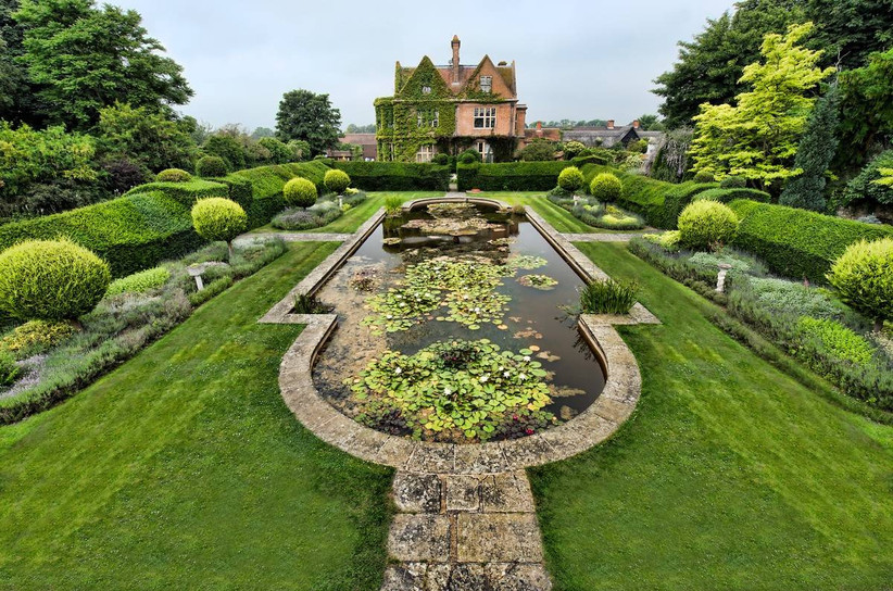 Country house wedding venue with a pond feature