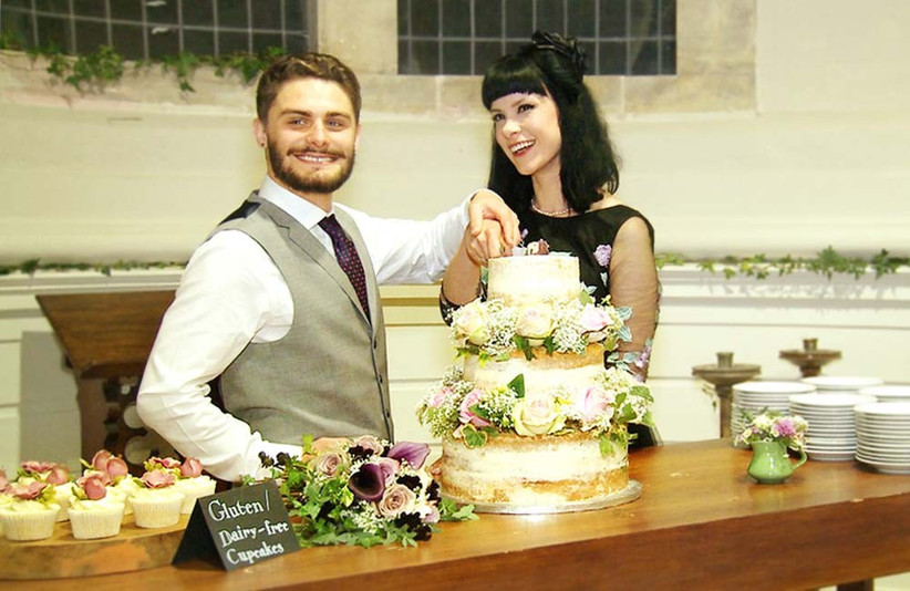 couple-cutting-their-wedding-cake-2