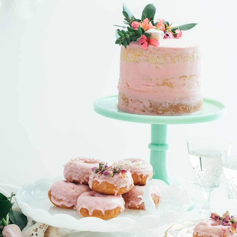 pastel-single-tier-wedding-cake