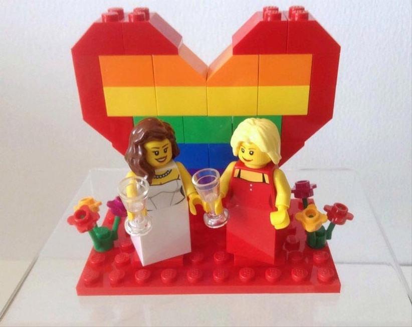 same-sex-wedding-cake-topper-made-from-lego