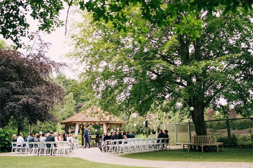 outdoor-wedding-venues-36