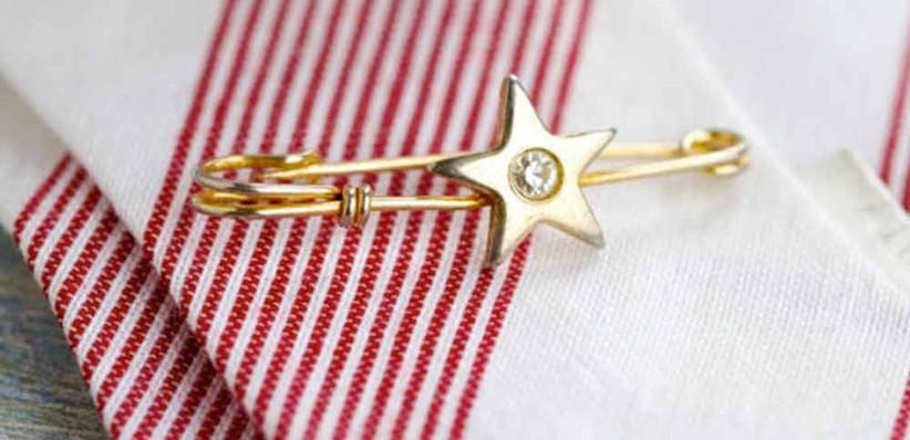 star-themed-pin-tie