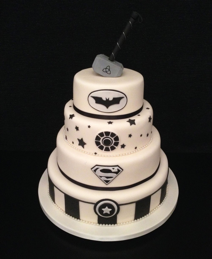 black-and-white-superhero-wedding-cake