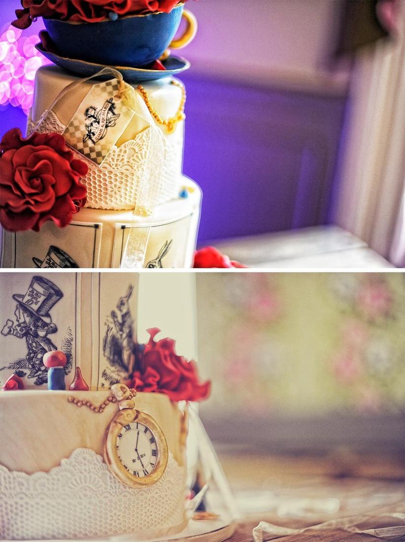 disney-wedding-cake-with-alice-in-wonderland-detail