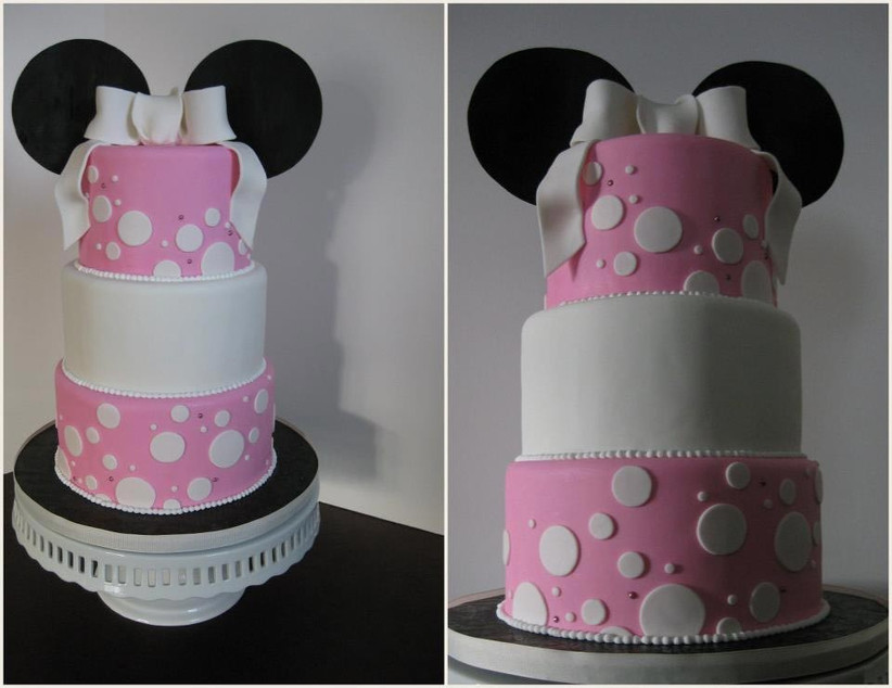 pink-and-white-wedding-cake-with-minnie-mouse-ears