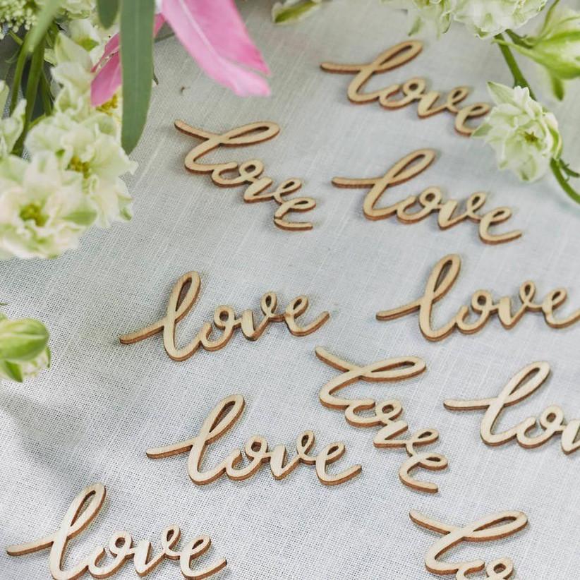 wooden-love-table-confetti