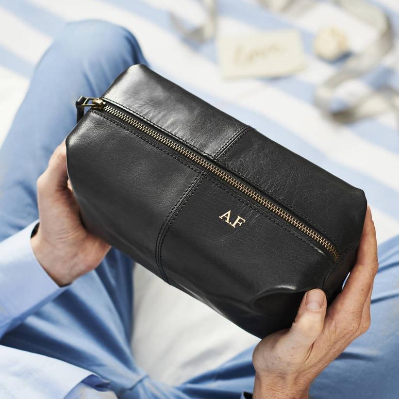 original_usher-leather-wash-bag
