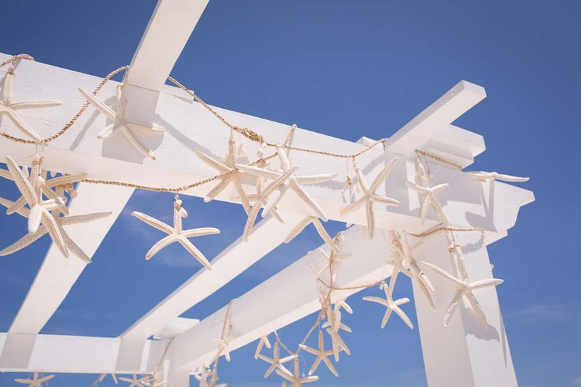 hang-up-strings-of-starfish-for-a-quirky-beach-wedding-idea
