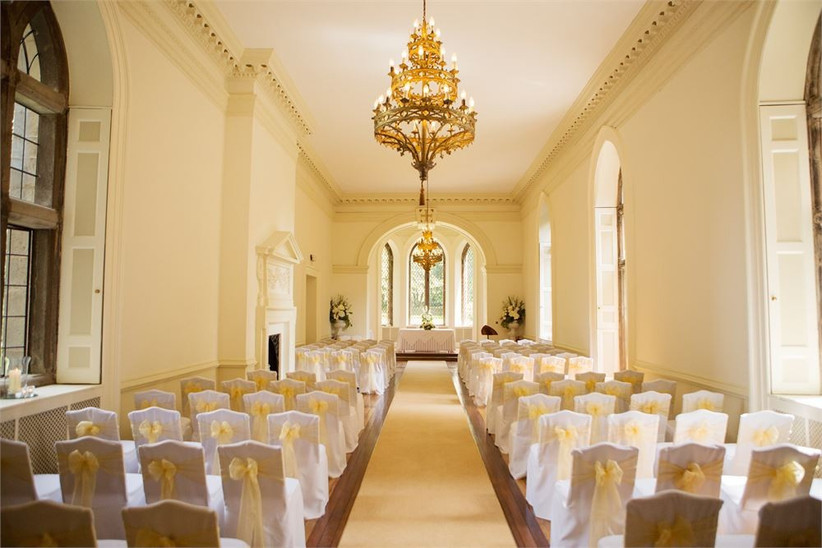 Ceremony room with white walls and gold details