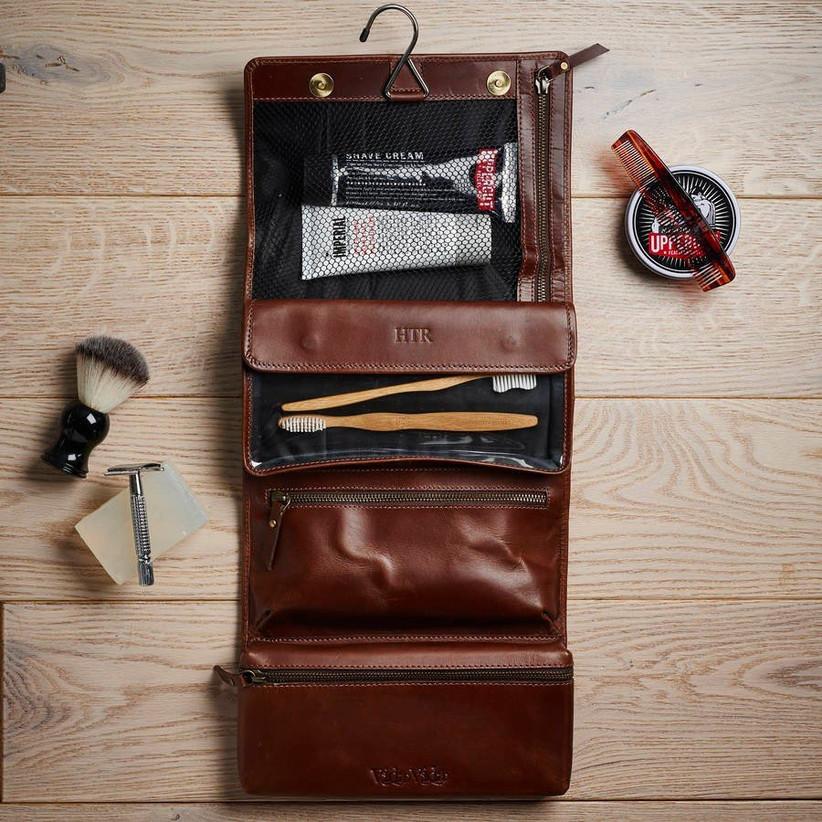 leather-hanging-washbag