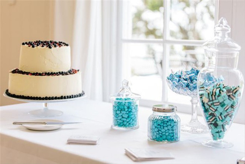 simple-wedding-dessert-tables