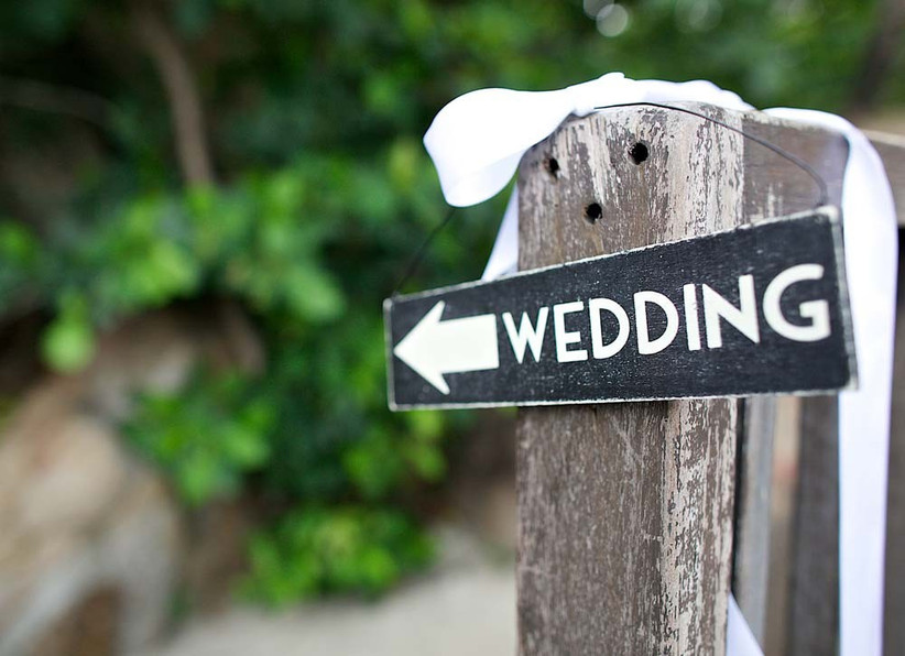 have-a-cute-wedding-sign-at-your-beach-theme-wedding