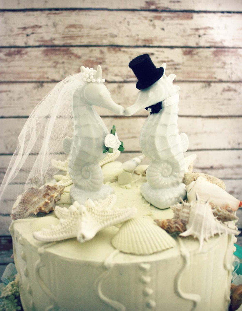 seahorse-wedding-cake-toppers-from-etsy-are-perfect-for-beach-theme-weddings