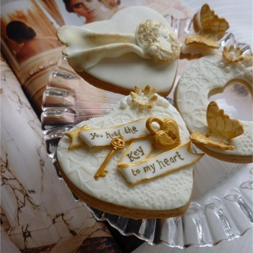 wedding-cookies-with-gold-detailing