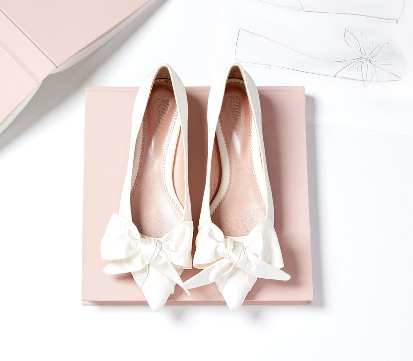 White bow flat sandals