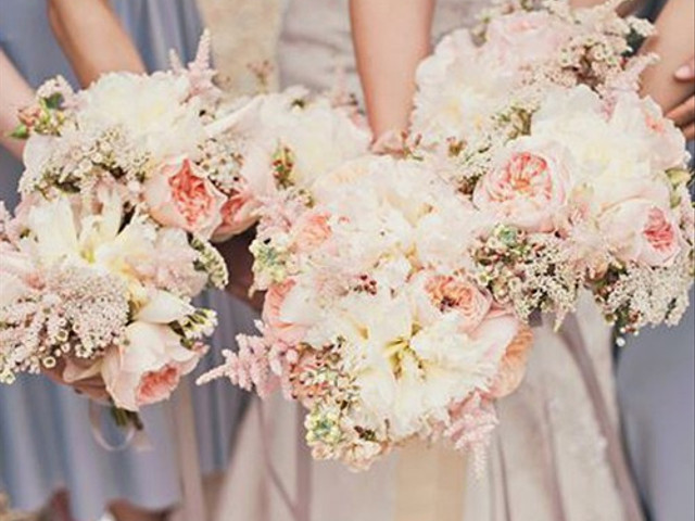 The Ultimate Guide to Putting Together Your Unbelievably Unique Bridesmaid Bouquets