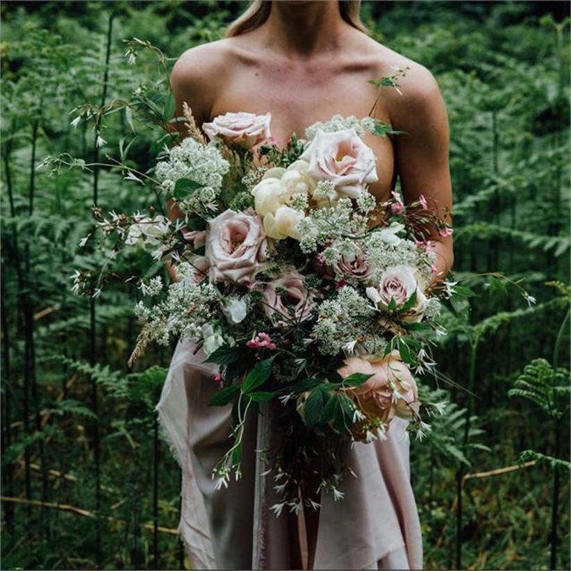 pastel-coloured-rustic-wedding-bouquet