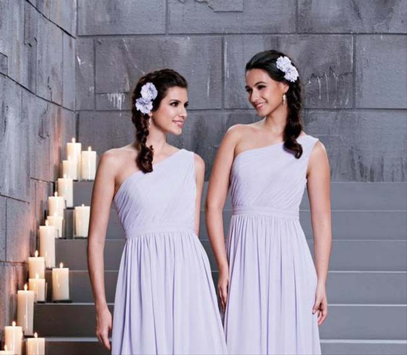 plaits-can-be-made-suitable-for-weddings-with-beautiful-flowers-this-wedding-hairstyle-with-flowers-is-also-ideal-for-bridesmaids-and-flower-girls-2