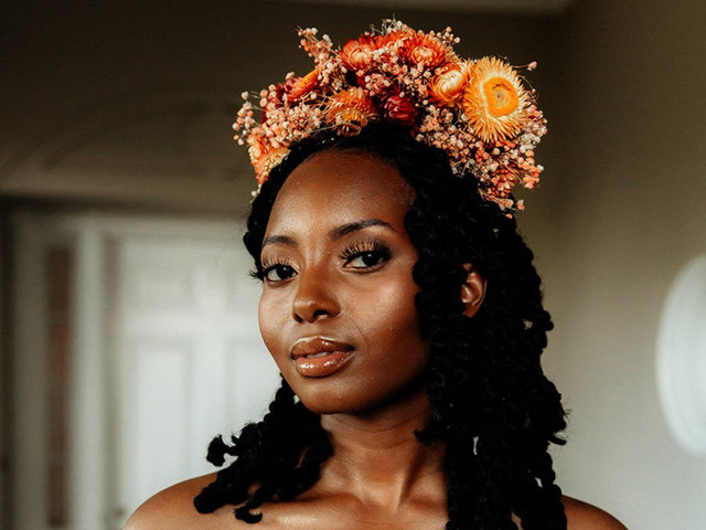 21 Beautiful Flower Crowns Ideas (& How to Make Your Own)